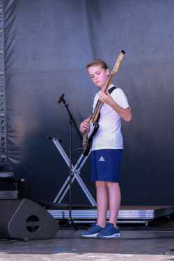 Jeunes, moins jeunes, expérimentés ou novices... Tous les talents étaient les bienvenus sur la scène de la Fête de la Fraternité!