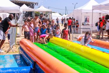 Les jeux d'eau ont fait le bonheur des enfants...