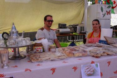 Pâtisseries orientales et thé à la menthe attendent les amateurs.