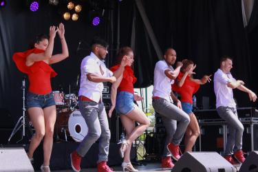 L'association limayenne Coco Danse propose des cours de roller dance, de hip-hop, d'acrobaties et de danse.