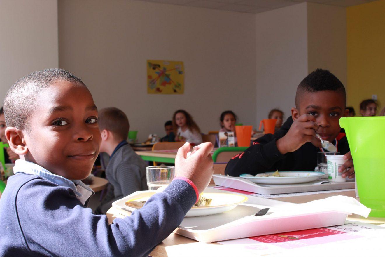 Dégustation du menu 100% local pour les enfants de l'école Maurice Quettier