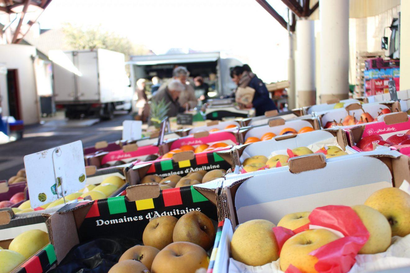 Le marché de Limay sous la Halle à marché